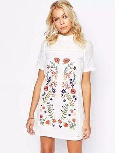 Vestido Bordado Floral no Centro - Compre Online