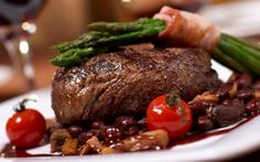 Freestyle Dining is the best - eat any time with anyone. Or, formal meals with four star service. NCL are experts at making customers happy! Hotel Restaurant, Seafood Restaurant, Steakhouse Steak, Good Food, Yummy Food, Cake Blog, Food Photography Tips, Steak Recipes, Food Pictures