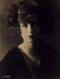 1923  Clara Bow--l'esprit swing's