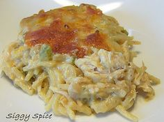 Siggy Spice again! Cheesy chicken spaghetti - a good dish for a crowd! Pasta Dishes, Food Dishes, Main Dishes, Turkey Recipes, Chicken Recipes, Cheesy Chicken Spaghetti, Cheesey Chicken, Food Reviews, Pinterest Recipes