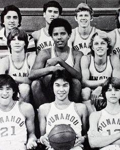 barack Obama con el equipo de baloncesto en su escuela