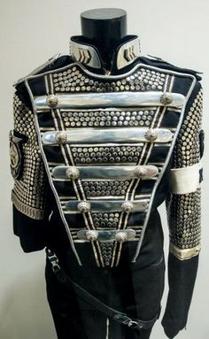 History Michael Jackson Outfits, Michael Jackson Merchandise, Michael Jackson Costume, Michael Jackson Bad, Royal Dresses, 3d T Shirts, Military Fashion, Star Tours, King