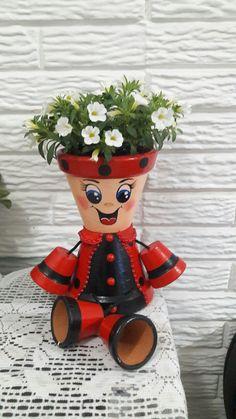 Clay Flower Pots, Terracotta Flower Pots, Flower Pot Crafts, Flower Pot People, Clay Pot People, Cute Crafts, Creative Crafts, Crafts For Kids, Clay Pot Projects