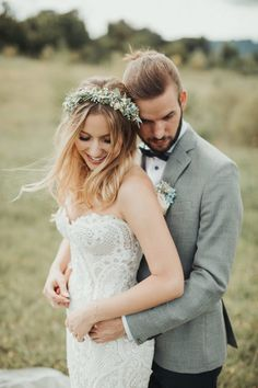 With a subtle pastel palette this couple achieved a cozy wedding day with equally eco-friendly and boho details Wedding Photography Poses, Wedding Portraits, Wedding Photos, Couple Portraits, Wedding Ideas, Cozy Wedding, Spring Wedding, Best Bride, Bohemian Wedding Inspiration