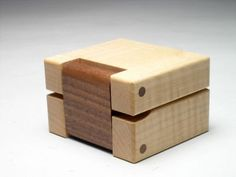ring box in sycamore woodworking - Wood Project Wooden Box Plans, Small Wooden Boxes, Wood Boxes, Wooden Bag, Wooden Ring Box, Wooden Jewelry Boxes, Woodworking Box, Beginner Woodworking Projects, Wooden Box Designs