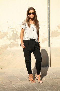 Un look con pantalones baggy negros