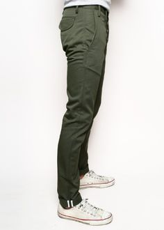 // Rogue Territory Officer Trousers Olive I like the look of these. Look Fashion, Mens Fashion, Fashion Outfits, Fashion News, Sharp Dressed Man, Well Dressed, Olive Green Pants, Mode Style, Sneakers Fashion