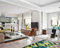 Salón con sillón de cuero