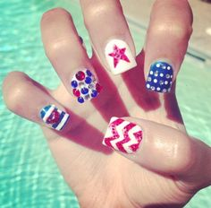 OMG such cute 4th of July nails!!!