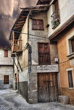 Garganta la Olla - Extremadura, Spain--Holiday Experience Airbnb by Francesco -Welcome and enjoy- frbrun Places In Spain, Places To See, Beautiful Buildings, Beautiful Places, Spanish Towns, Medieval World, Spain And Portugal, Spain Travel, Travel Around