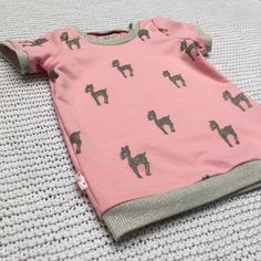 Stoere sweaterjurk met lief printje   MADE by MoDi Sewing For Kids, Baby Sewing, Diy For Kids, Couture, Sewing Clothes, Little Princess, Sewing Projects, Kids Outfits, Fabric
