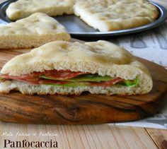 Panfocaccia facile, adatto a ripieni salati. Ottimo per buffet, cene in compagnia, gite, pranzo da spiaggia, lavoro, ecc..Sostituisce anche il pane.