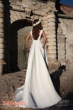 ARIAMO Bridal is a dream of any modern, sophisticated bride. Due to fresh silhouettes, fabrics and modern lace textures ARIAMO Collection turned out to be very romantic and glamorous.All the piece…