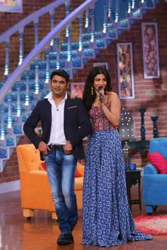 Akshay Kumar and Shruti Hassan had a blast on the sets of Comedy Nights With Kapil. They were there to promote their film 'Gabbar Is Back' which is s. Comedy Nights With Kapil, Juhi Chawla, Shruti Hasan, Akshay Kumar, Having A Blast, Celebs, Celebrities, Beautiful Indian Actress, Indian Actresses