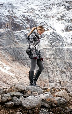 They stopped at Mount Edith Cavell and strolled the short distance to the base o. Fall Winter Outfits, Autumn Winter Fashion, Winter Style, Roots Clothing, British Country Style, Outdoorsy Style, Adventure Outfit, Wardrobe Makeover, Outdoor Fashion