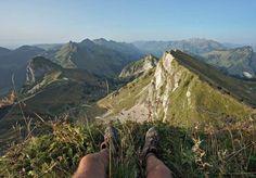 Via Alpina: Budget et bilan de notre traversée de la Suisse à pied Adventure, Mountains, Architecture, City, Travel, Swiss Alps, Balance Sheet, Switzerland, Arquitetura