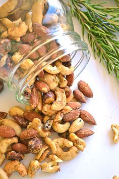 Garlic Herb Roasted Nuts Who doesn't love a bowl of nuts around the holidays! These are the perfect punch of healthy fat, protein and flavor you could ask for while sipping a drink! Nut Recipes, Snack Recipes, Cooking Recipes, Drink Recipes, Crockpot Recipes, Healthy Snacks, Healthy Eating, Healthy Recipes, Protein Snacks