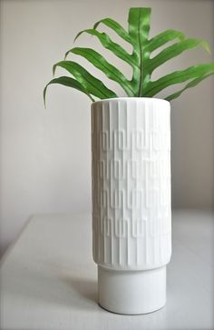 Unique and scarce white glazed porcelain OP art vase by Jaeger. This gorgeous vase features a very Mid-Century Modern pattern and a wonderful