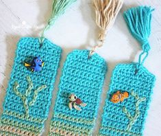 Crochet Beachy Bookmarks - Repeat Crafter Me. Huge cookie problem but with effort the pattern can be reached Crochet Bookmarks, Crochet Books, Crochet Home, Thread Crochet, Love Crochet, Crochet Gifts, Crochet Motif, Crochet Stitches, Knit Crochet