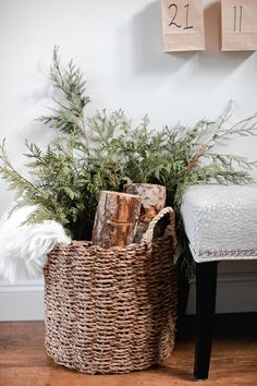Simple Winter decor How I used natural elements from Scandinavian and Modern Farmhouse design concepts to decorate for Christmas this year for a simple decor theme After Christmas, Merry Little Christmas, Christmas Home, Simple Christmas, Christmas Staircase, Christmas Mantles, Christmas Living Rooms, Silver Christmas, Christmas Villages