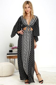 Even if it's only in our dreams, the Amuse Society Havana Black Print Maxi Dress whisks us away to paradise! Lightweight viscose in an ivory and black print shapes breezy kimono sleeves, and cutout waist with knotted front. Maxi skirt flows from the elastic waistband to a thigh-high slit. As Seen On Sarah of Sarah Styles Seattle blog!
