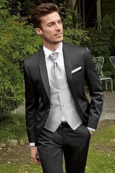 33 Casual Fall Chic Groom Suits Wedding – My Wedding Dream Groom Outfit, Groom Attire, Groom And Groomsmen, Groom Suits, Bride Groom, Tuxedo Wedding, Wedding Men, Wedding Suits, Mens Tux