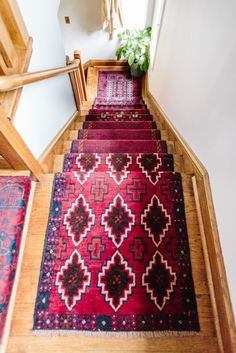 How to Style Runners | Gorgeous Staircase With Stunning Runner Rugs