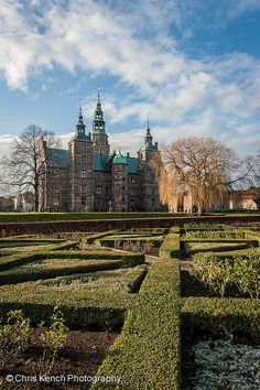 Rosenborg Slot    Copenhagen, Denmark.  Rosenborg Castle is a renaissance castle located in Copenhagen, Denmark. The castle was originally built as a country summerhouse in 1606 and is an example of Christian IV's many architectural projects