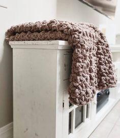 Free Crochet Pattern | The Squishy Home Blanket | Kaylee Knots