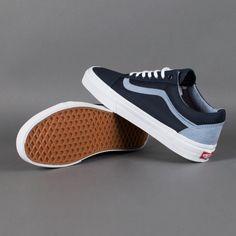 Vans Shoes, Sneakers, Old Skool & Skate Shoes Mens Vans Shoes, Dr Shoes, Vans Sneakers, Skate Shoes, Sock Shoes, Sneakers Fashion, Shoe Boots, Converse, Tenis Vans