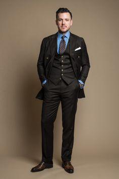 How to Combine Shoes & Boots with Business Suits - Gentlemen's Outfit Ideas — Gentleman's Gazette Suit Vs Tuxedo, Le Mans, Brown Suits For Men, Flannel Suit, Suede Chukka Boots, Mens Fashion Suits, Man Fashion, Fashion 2020, Suede Chelsea Boots
