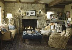 Whether you're at home in an urban world or love the rural life, incorporating some Country Cottage style brings a beautiful year-round cosiness to your interior design. Here's how to get this lovely look in your home. Cottage Style Furniture, Style Cottage, English Cottage Style, English Country Cottages, English Country Decor, Cozy Cottage, English Countryside, Country Style, Cottage House