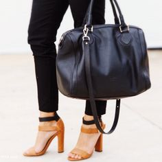 Tan & Black - Match made in heaven x #blackbag #blackleather #minskatmira #danishdesign #streetstyle #fashion #instastyle #bag #designer #tan #instafashion #Copenhagen #bowlerbag #minskatcopenhagen