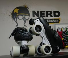 my boot, my wheels.and I really wanna try this plate Speed Skates, Roller Derby, Disney Pictures, Stationary, Hockey, Gym Equipment, Wheels, Plate, Bike