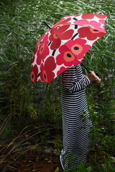 Marimekko Unikko pattern in this red umbrella will make the gloomy days more bright! Marimekko Fabric, Marimekko Dress, Zentangle, Paisley, Under My Umbrella, Red Umbrella, Beach Umbrella, Umbrellas Parasols, Textiles