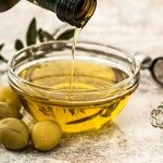 Olives are a bit of an acquired taste; however there are a lot of health benefits olives can provide us with. Olives are the true taste of the Mediterranean and have been linked to reducing the ris… Diet Ketogenik, Ketogenic Diet, Paleo Diet, Diet Menu, Med Diet, Paleo Meals, Vegan Keto, Paleo Food, Olive Oil Hair