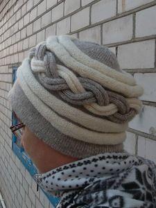 шапочка из чистой домбайской шерсти.