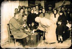 1934 Anayasa değişikliğinden sonra yapılan ilk genel seçimlerde kadınlar ilk defa oy kullanıyor, 8 Şubat 1935