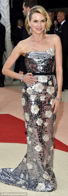 Naomi Watts dazzled in a strapless Burberry gown at the MET Gala 2016 in NYC. Theme was Manus x Machina: Fashion in an Age of Technology