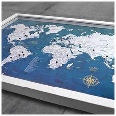 Quadro Mapa-múndi azulado com100 pins-alfinetes para marcar viagem. Vem com tampa de vidro e fácil sistema de abertura. 62,5x45x3,5cm (LxAxP)