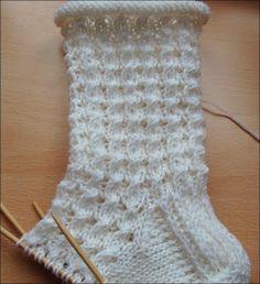 Summer socks Great pattern, easy to do. Conclusion: knit again! : Summer socks Great pattern, easy to do. Conclusion: knit again! Fair Isle Knitting, Easy Knitting, Knitting Socks, Knitting Projects, Knitting Patterns, Crochet Patterns, Crochet Slippers, Knit Crochet, Moss Stitch