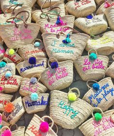 Morocco Travel Tips Morocco Fashion, Beach Basket, Macrame Wall Hanging Diy, Diy Gift Box, Boho Bags, Purse Styles, Kids Bags, Knitted Bags, Artisanal
