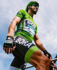 Peter Sagan Chalon-sur-Saône km) photo credit The post Peter Sagan Chalon-sur-Saône km) photo credit appeared first on Trendy. Cycling Suit, Pro Cycling, Bicycle Race, Bike Style, Lycra Spandex, Triathlon, Photo Credit, Shirt Designs, Tights