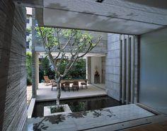 Innengraten mit künstlichem Teich als Highlight für moderners Zuhause