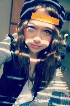 Hi , I am Sara Hemmings . I am 16 years old . Luke is my big brother . I cheer lead , dance ,and mode