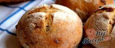 Recept Pšenično žitné bulky se smaženou červenou cibulí a rozmarýnem Thing 1, Hamburger, Muffin, Food And Drink, Bread, Cooking, Breakfast, Recipes, Kitchen