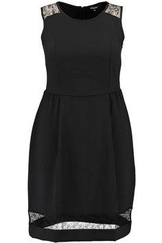 Little black dress | LBD | Fashion | Plussize fashion | A-lijn jurkje
