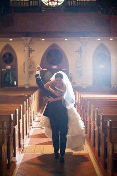 I love this wedding photo idea ❤️