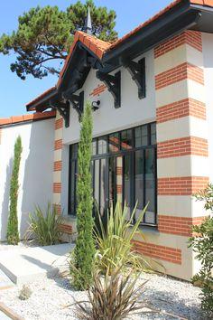 Exterior Siding Colors, Exterior House Siding, Exterior Stairs, Exterior Design, Modern House Colors, House Shutters, House Color Schemes, House With Porch, Modern Exterior