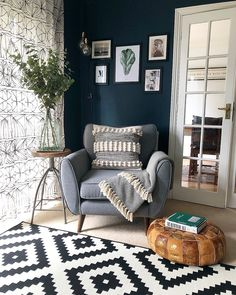 The dark blue walls and grey chair work really well with the monochrome tones of this living room Home Living Room, Living Room Designs, Living Room Decor, Bedroom Decor, Dark Blue Living Room, Dark Blue Walls, Dark Blue Curtains, Dark Blue Rooms, Appartement Design